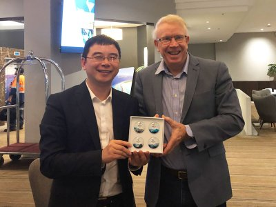 Mr Jack Yao, Secretary General, China Council for International Trade presents Dr Rob Harris, Event Training Australia, with a memento of the upcoming 2022 Beijing Winter Olympic Games.